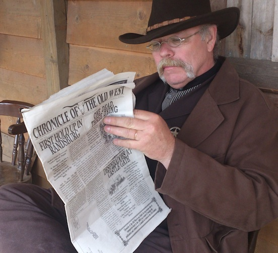 Lasse Jonsson, Sweden <br>Catching up on news in Chronicle of The Old West