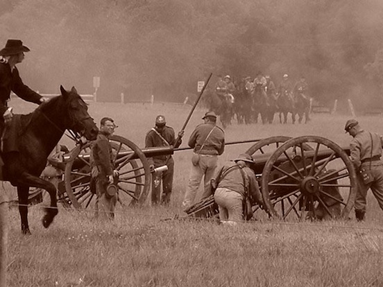 140th Reenactment at Gettysburg, Pa. Loading cannon<br>Photograph: D.Valenza 2003