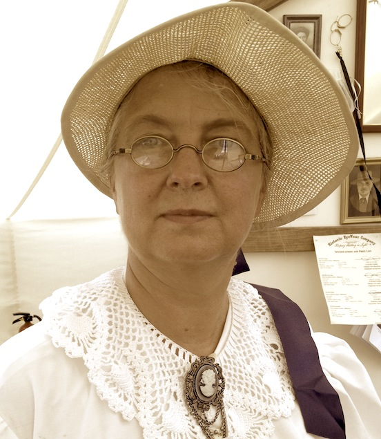 Flo Hess at the 150th Gettysburg<br>Flo is wearing the Oval Small in NVTB