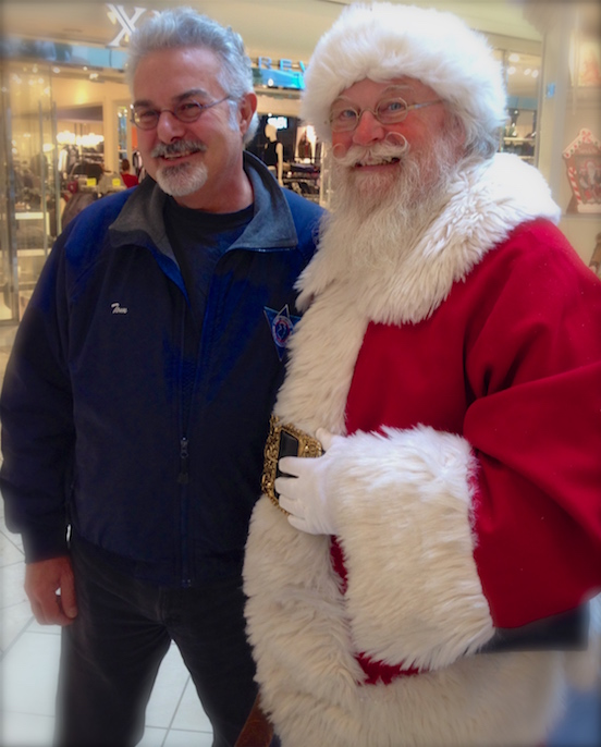 Tom and Santa Richard Brunkow<br>2015 at the Short Hills Mall